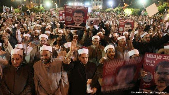 مظاهرة مؤيدة لمحمد مرسي في القاهرة. أ ف ب