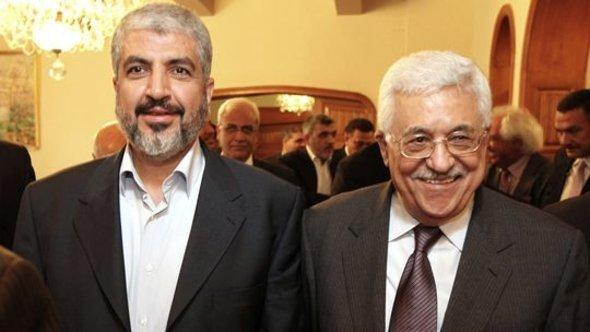 Hamas leader Khaled Meshaal and the leader of Fatah, Mahmoud Abbas, in Cairo (photo: Getty Images)