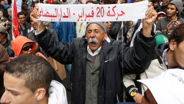 مظاهرة نظمها ناشطوا حركة 20 فبراير في المغرب. أ ب