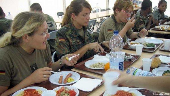 مطعم للجيش الألماني في كنشاسا بإفريقيا. د ب أ