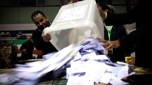 أحد صناديق الاستفتاء على الدستور في مصر. أ ب