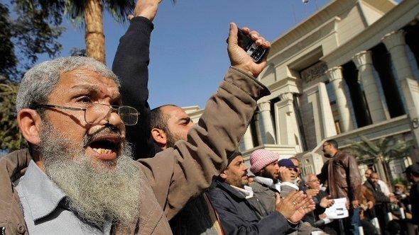 إسلاميون مناصرون للرئيس محمد مرسي في مصر ديسمبر 2012 . أ ب
