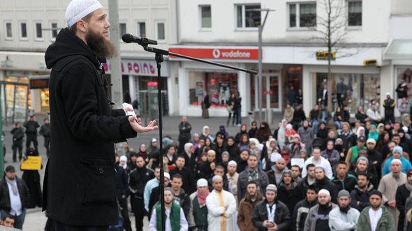 مظاهرة لسلفيين في مونشين غلادباخ في ألمانيا. Dapd