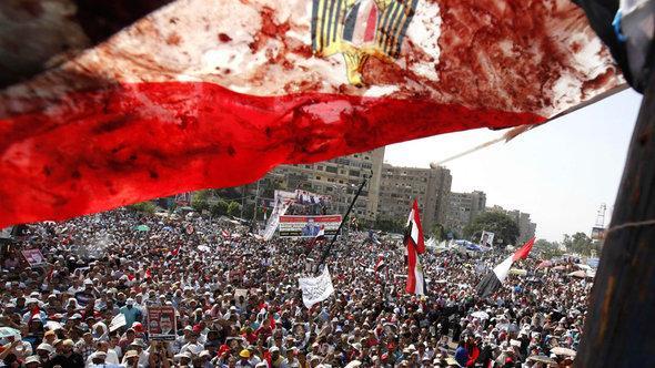 مظاهرات لأنصار مرسي في القاهرة. رويترز