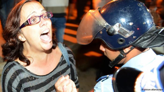 مواجهات بين قوات الأمن ومحتجين في عدد من المدن المغربية ضد قرار العفو الملكي عن مغتصب أطفال إسباني