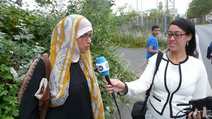 أسماء بوخمس في حديث مع مغتربة تونسية تتحدث عن كيف تمضي عيد الفطر في ألمانيا.