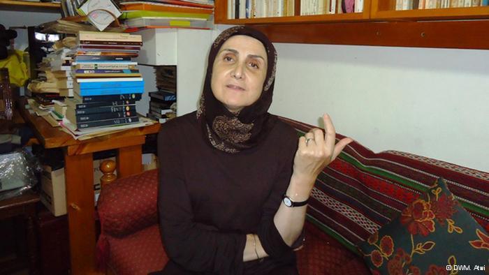 حنان الحاج علي، ممثلة ومسرحية ومن مؤسسي محترف دوار الشمس للأعمال المسرحية والفنية في بيروت
