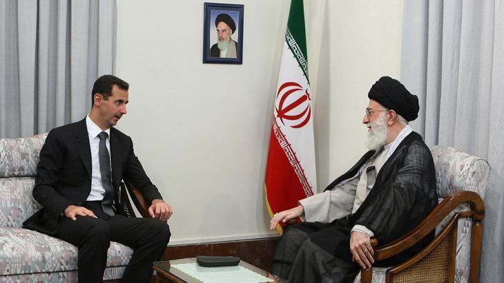 الرئيس السوري بشار الأسد في لقاء مع المرشد خامنئي بطهران. Foto: AP