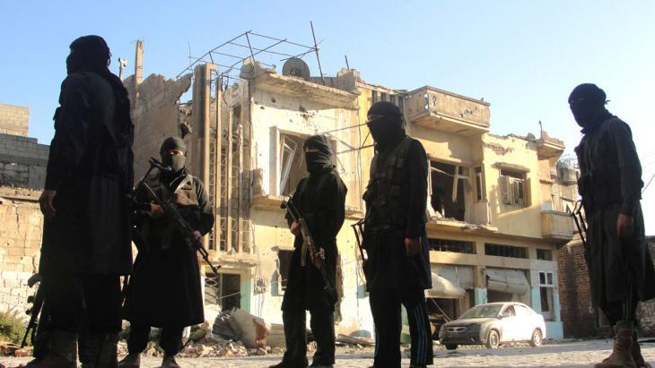 عناصر من جبهة النصرة المتطرفة في حمص. Foto: Reuters