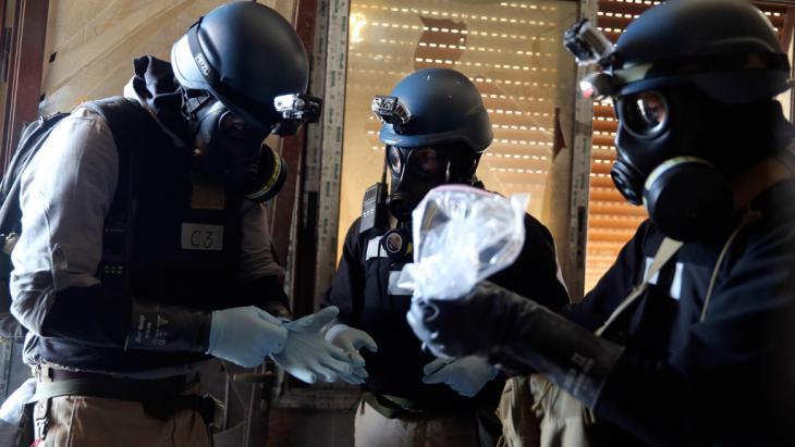 مفتشو الأسلحة الكيماوية التابعون للأمم المتحدة بالقرب من دمشق. رويترز