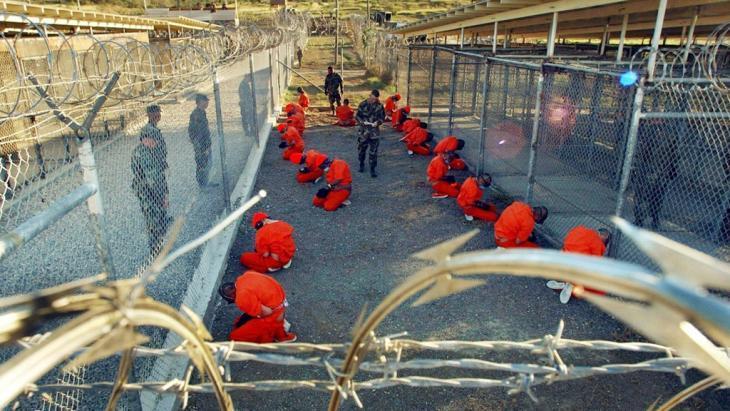 أسرى في معتقل غوانتنامو الأمريكي في كوبا. د ب أ