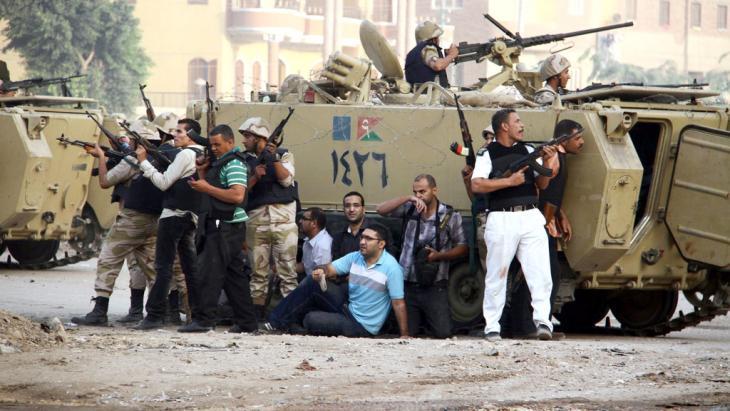 قوات الأمن في مواجهة الإسلامويين في الكرداسة. د ب أ