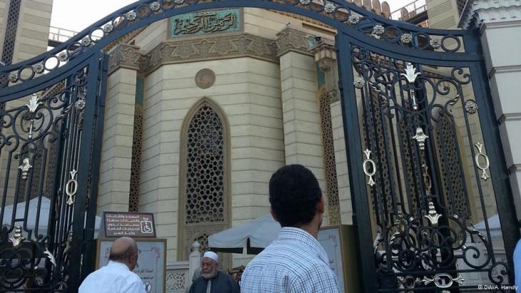 """مصر: هل تقتلع """"الحرب على الفوضى"""" جذور الإخوان من المساجد؟"""