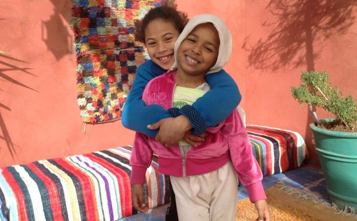 Kinder auf der Terasse des Restaurants Sésame Garden in Marrakesch; Foto: Astrid Kaminski