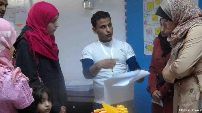 علي محمود يبلغ من العمر 27 سنة ويعمل كمرشد اجتماعي في مركز شباب ليبيا. photo: Valerie Stocker