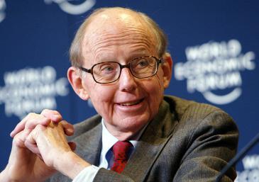 صاموئيل هانتينغتون في مؤتمر الاقتصاد العالمي. photo: World Economic Forum / Peter Lauth / Creative Commons