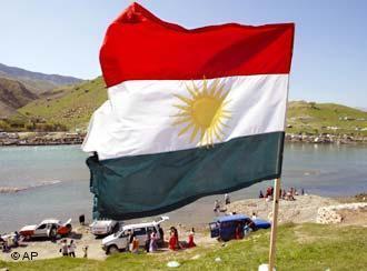 علم كردي يرفرف. photo: AP