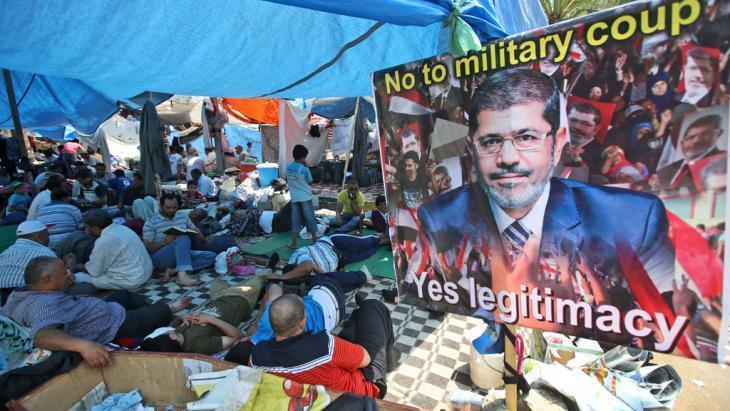 اعتصام الإخوان المسلمين ومؤيديهم في مدينة نصر بالقاهرة. Foto: AP/picture-alliance