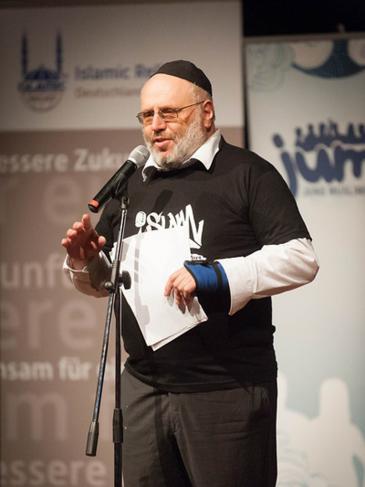 الحاخام اليهودي فالتر روتشيلد في إحدى الفعاليات الحوارية: وي صلام. photo: Arne List/DW