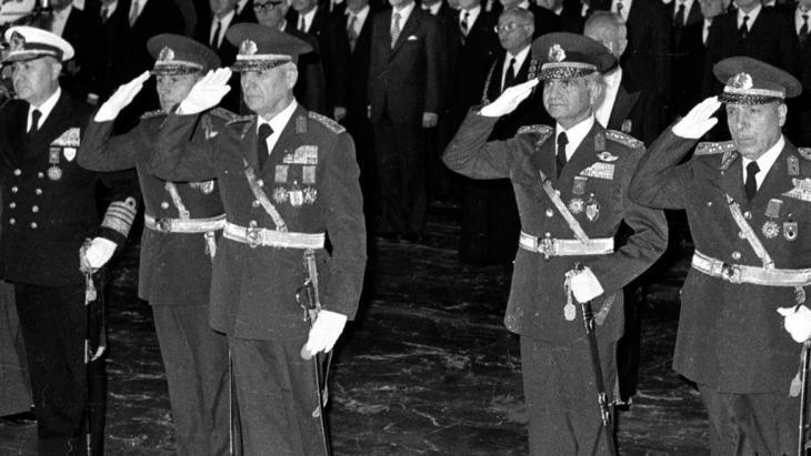 قادة انقلاب الثاني عشر من سبتمبر عام 1980 في تركيا. photo: Burhan Ozbilici, File /AP/dapd