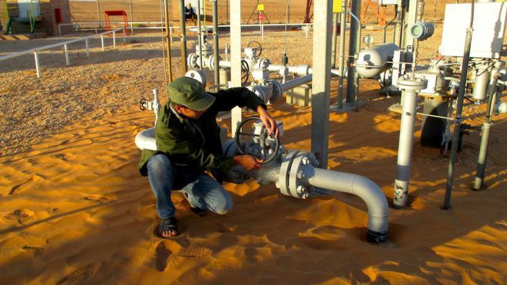 استخراج النفط في ليبيا.  Foto: DW/K. Zurutuza