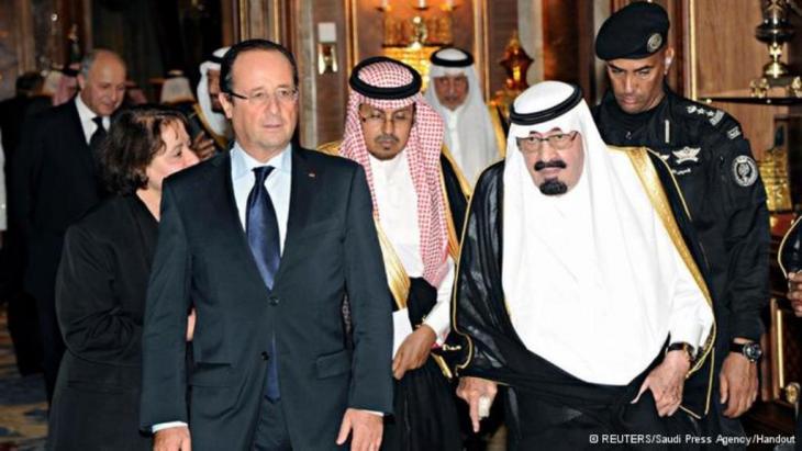 الرئيس الفرنسي فرنسوا والعاهل السعودي عبد الله بن عبد العزيز في الرياض بتاريخ 29 ديسمبر/  كانون الأول 2013