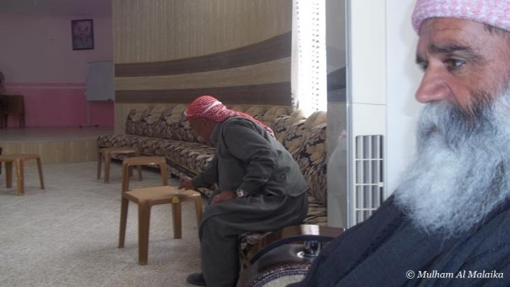 بير (كاهن) مجمع شاريا للأيزيدية في قاعة المناسبات الخاصة بالمجمع في كردستان العراق Mulham Al Malaika ©