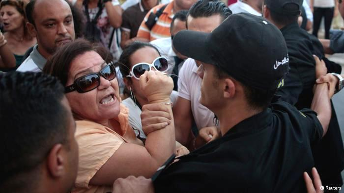مظاهرة احتجاجية في تونس عام 2012 على العنف ضد المرأة. Reuters