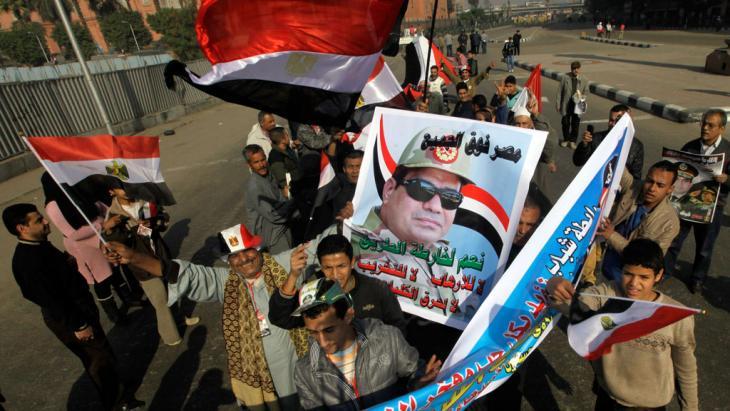 أنصار عبد الفتاح السيسي في مظاهرات بالقاهرة. Foto: AP/picture-alliance