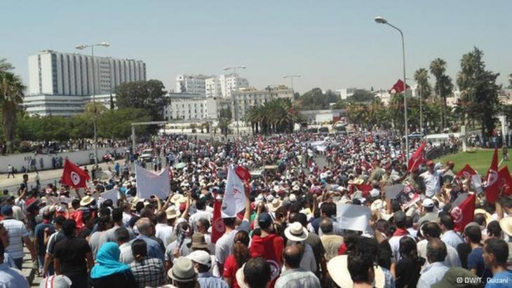 مظاهرات احتجاجية في تونس بعد اغتيال معارض يساري