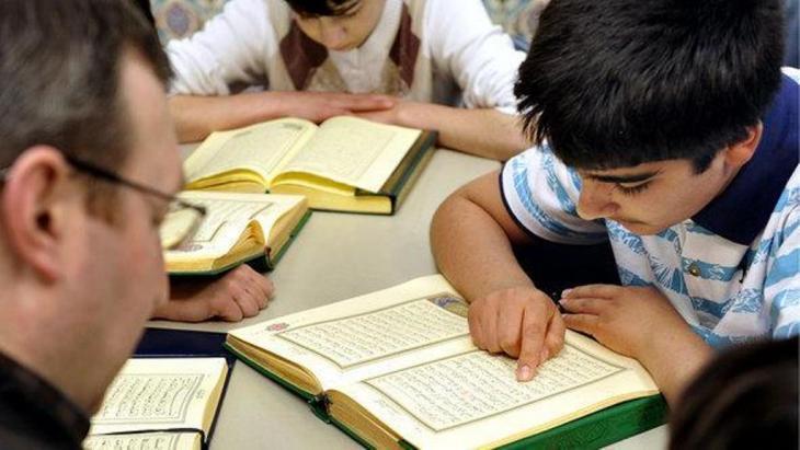 درس تعليم القرآن في ألمانيا. Foto: Joerg Koch, dapd