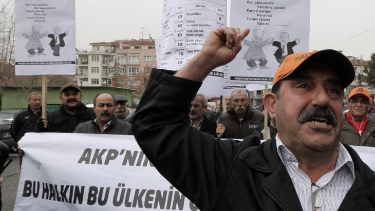 احتجاجات عمالية بتاريخ 28 / 02 / 2014 في أنقرة ضد حكومة إردوغان.  Foto: picture alliance/AP