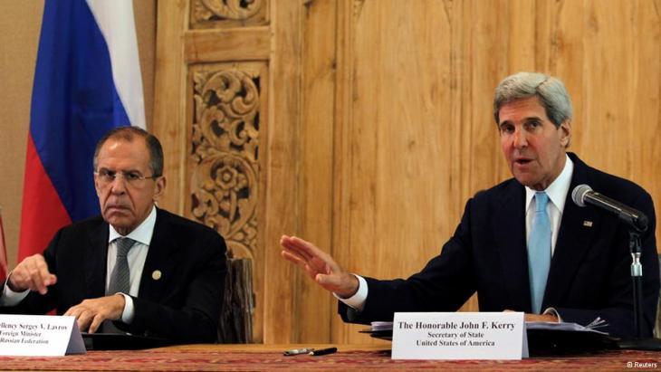 وزيري الخارجية الأمريكي كيري والروسي لافروف