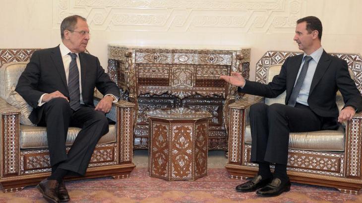 زيارة وزير الخارجية الروسي سيرغي لافروف للرئيس السوري بشار الأسد في دمشق في فبراير 2012. Foto: dpa/picture-alliance