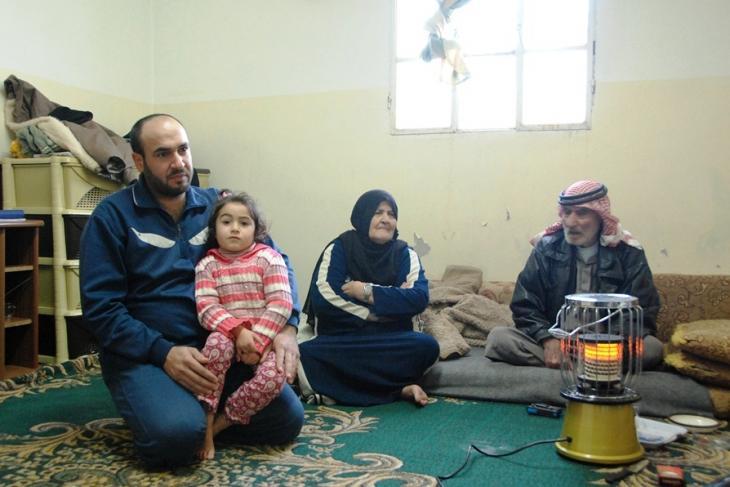 حنان وعائلتها في المنشية. Foto: Laura Overmeyer