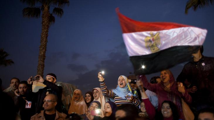 متظاهرون في الثامن من فبراير/ شباط 2011 في ساحة التحرير بالقاهرة. Foto: AP