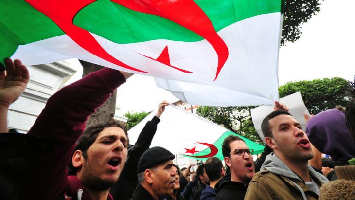 احتجاج دعت إليه حركة بركات الجزائرية ضد ترشيح بوتفليقة لولاية رابعة. Foto: dpa/picture-alliance