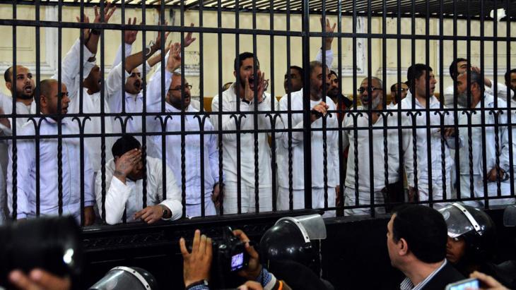 سجناء من الإخوان المسلمين في الإسكندرية.  Foto: picture-alliance/dpa