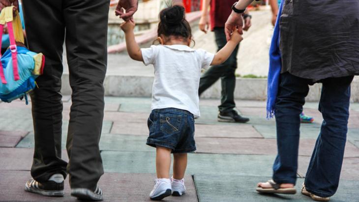 Iranische Familie mit einem Kind in Teheran; Foto: ISNA
