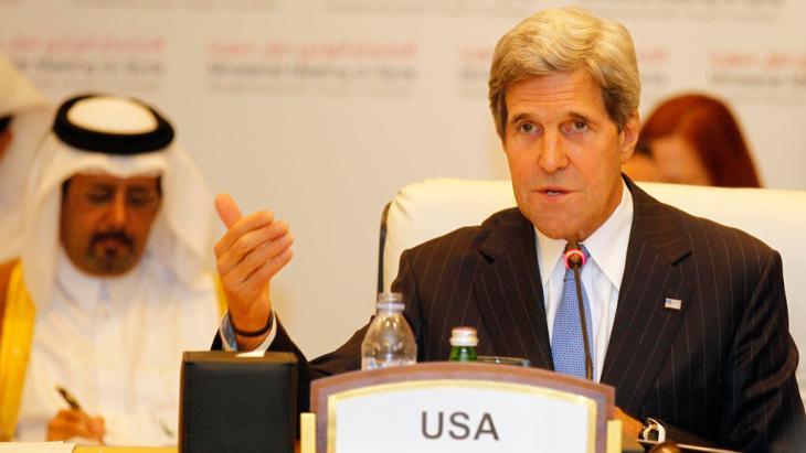 وزير الخارجية الأمريكي جون كيري في أحد اجتماعات مجموعة الاتصال حول سوريا في الدوحة. Foto: Reuters