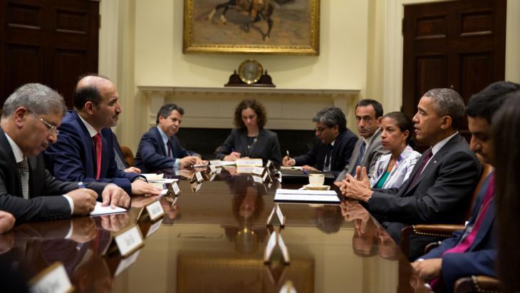 أحمد الجربا عضو الائتلاف السوري المعارض في لقاء مع الرئيس الأمريكي باراك أوباما في البيت الأبيض. Foto: picture-alliance/AA
