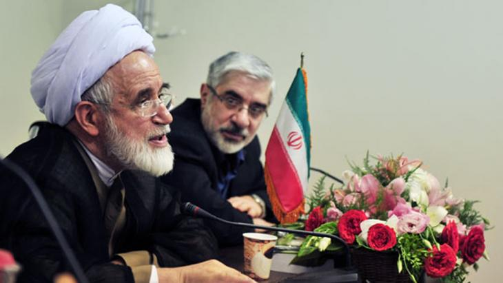 Mir Hossein Mussawi und Mehdi Karrubi während einer Pressekonferenz; Foto: Kaleme