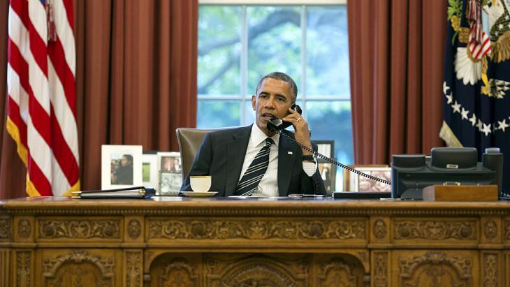 US-Präsident Barack Obama telefoniert am 27.03.2014 aus dem Weißen Haus in Washington mit Hassan Rohani; Foto: Reuters