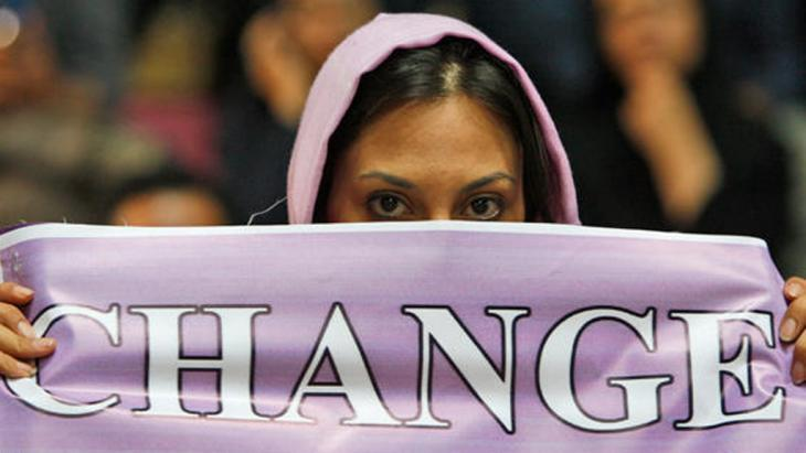 A woman supporter of Mehdi Karroubi demonstrates in Tehran on 9 June 2009 (photo: AP)