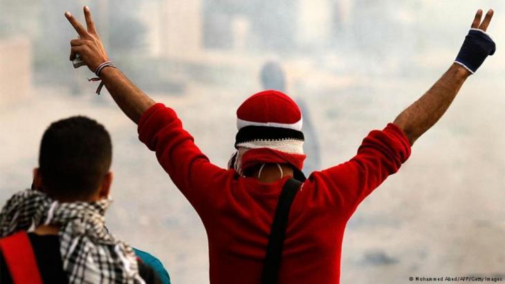 """لقد أثبتت تجارب دول """"الربيع العربي"""" مدى حاجة كلا الطرفين إلى وجود ديمقراطيين أو على الأقل """"معتدلين""""، على حد التعبير العربي لوصف """"الديمقراطيين""""، بين صفوف هذه القوى لاحتواء زوابع الخلافات التي تنفجر من أعماق التاريخ."""