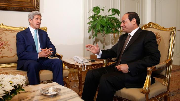 الرئيس المصري عبد الفتاح السيسي في حديث مع وزير الخارجية الأمريكي جون كيري. Foto: Reuters