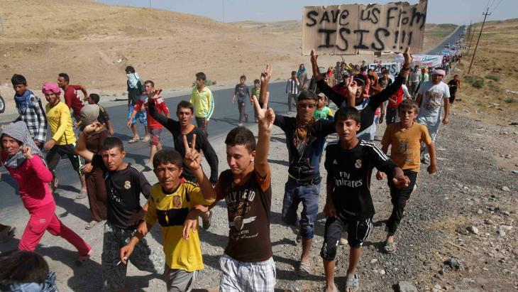 إيزيديون عراقيون اضطروا إلى الفرار من سنجار. Foto: Reuters