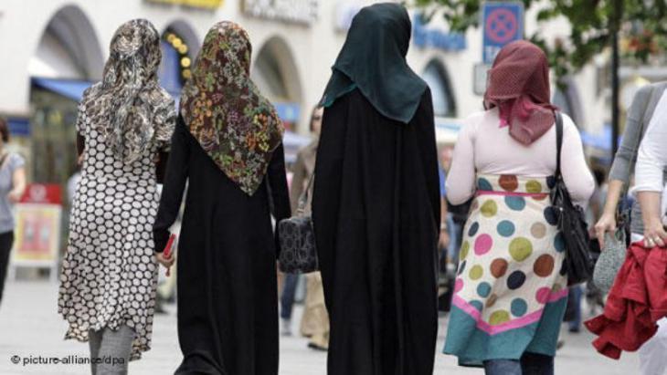 شابات مسلمات في مدينة ميونخ الألمانية. Foto: picture-alliance/dpa