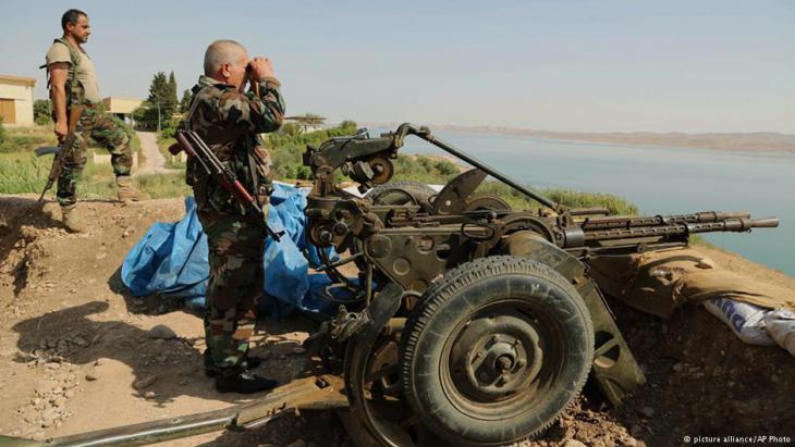 Kurdische Peschmergas am Mossul-Staudamm; Foto: picture-alliance/AP