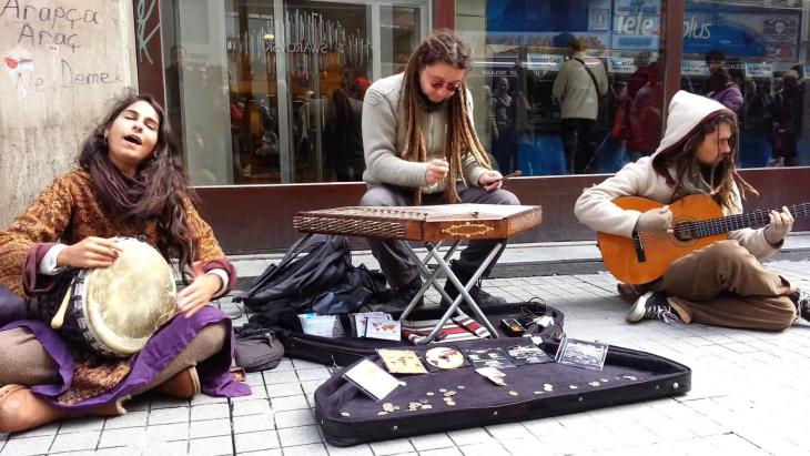 "فرقة ""لايت إن بابيلون"" في شوارع اسطنبول. Quelle: 1. Gezi Soul Festival 2014"